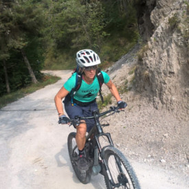 Mountainbikerin bei der Gardasee-Tour
