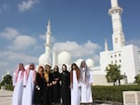 Araber in traditioneller Kleidung in Abu Dhabi