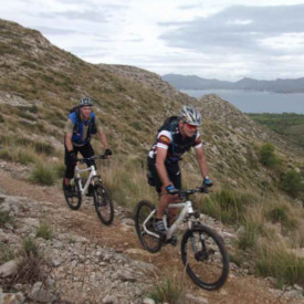 2 Mountainbiker bei der Singletrails Tour