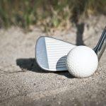 Golfschläger und Golfball