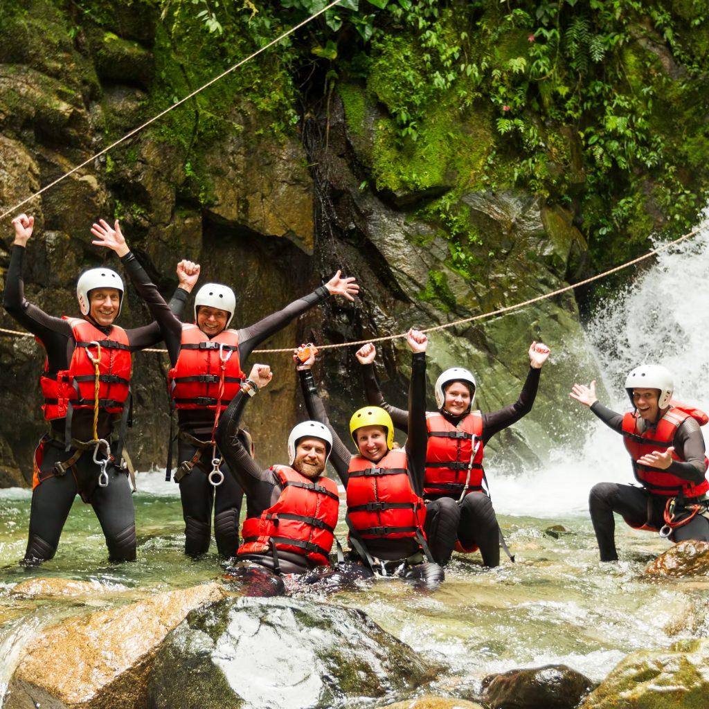 Gruppe im Wasser nach dem Canyoning