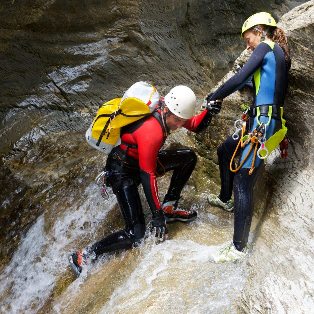 Zwei Teilnehmer beim Canyoning