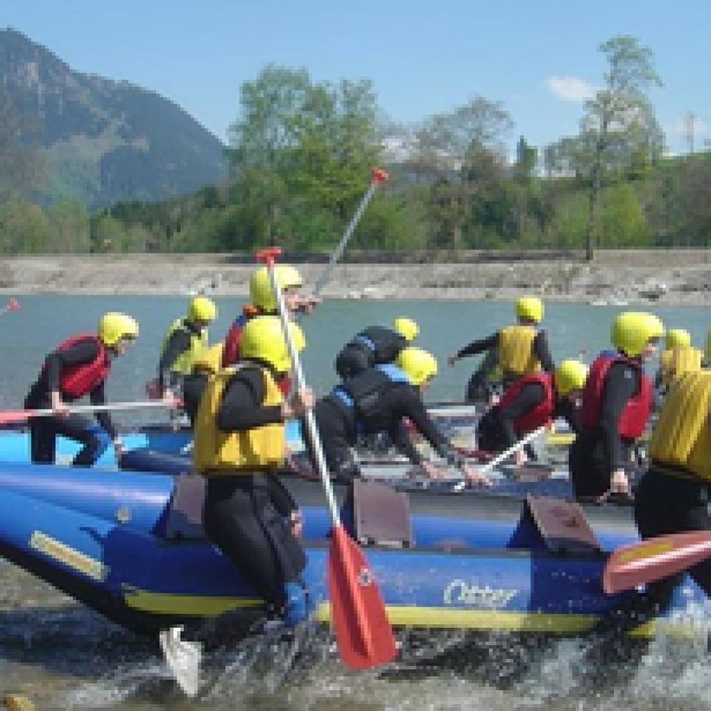 Schlauchboot beim Wassern für Rafting