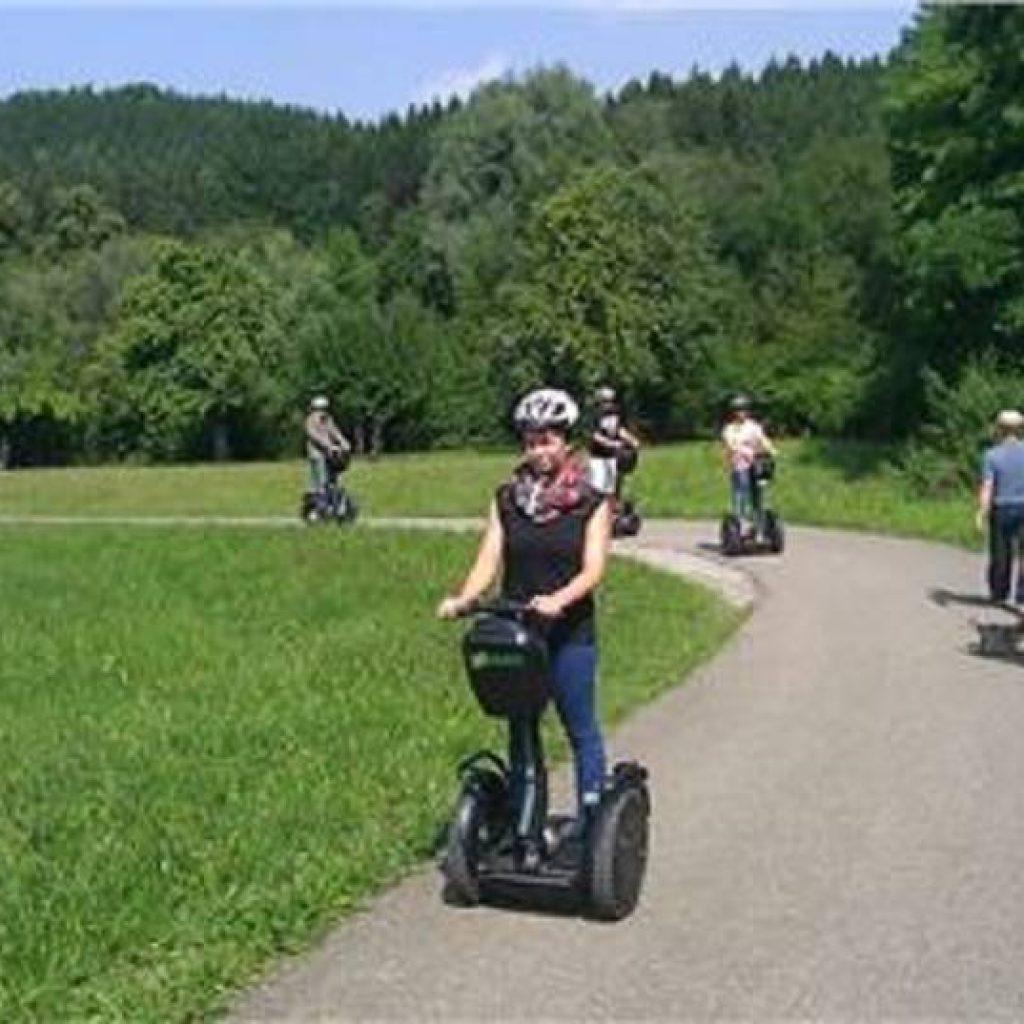 Segwayfahrer am Uferweg des Röthaer Stausees