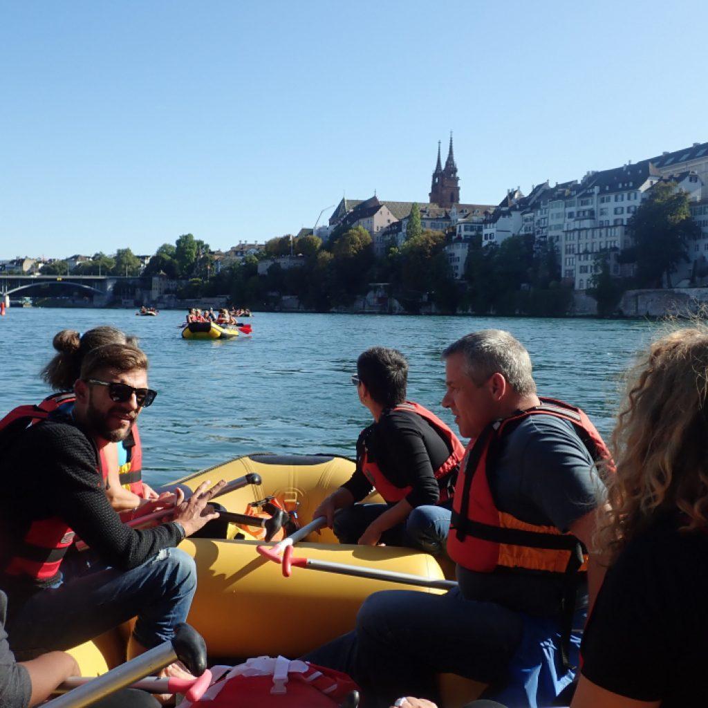Rafting auf dem Rhein bei Basel