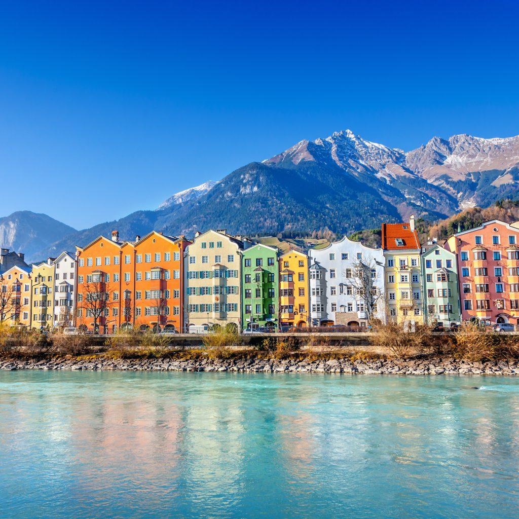 Blick auf Innsbruck und die Berge Tirols