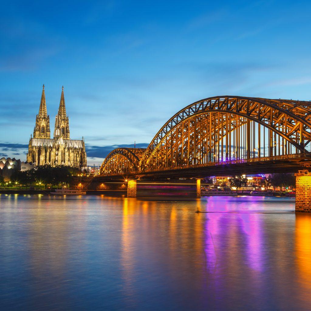 Blick auf den Rhein und den Kölner Dom