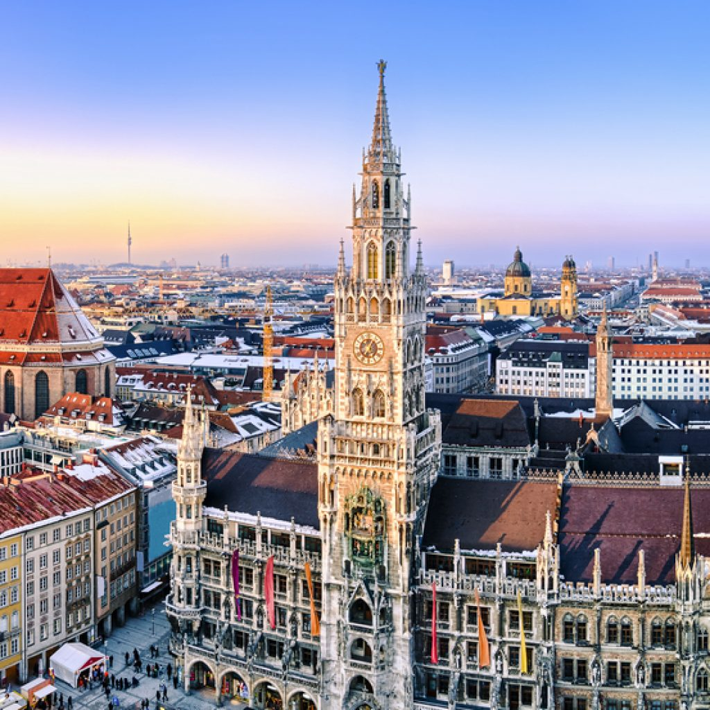 Blick auf Marienplatz und Frauenkirche