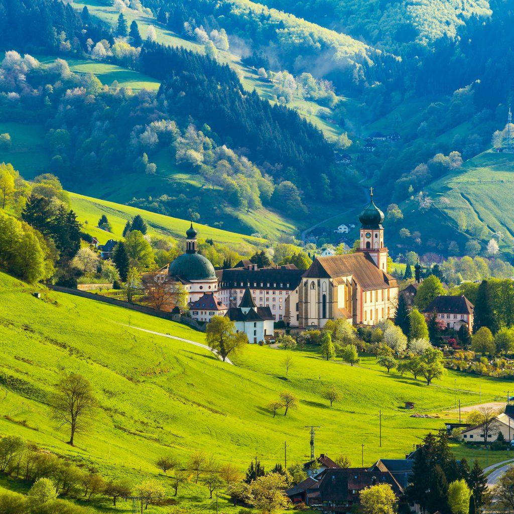 Kloster inmitten des Schwarzwalds