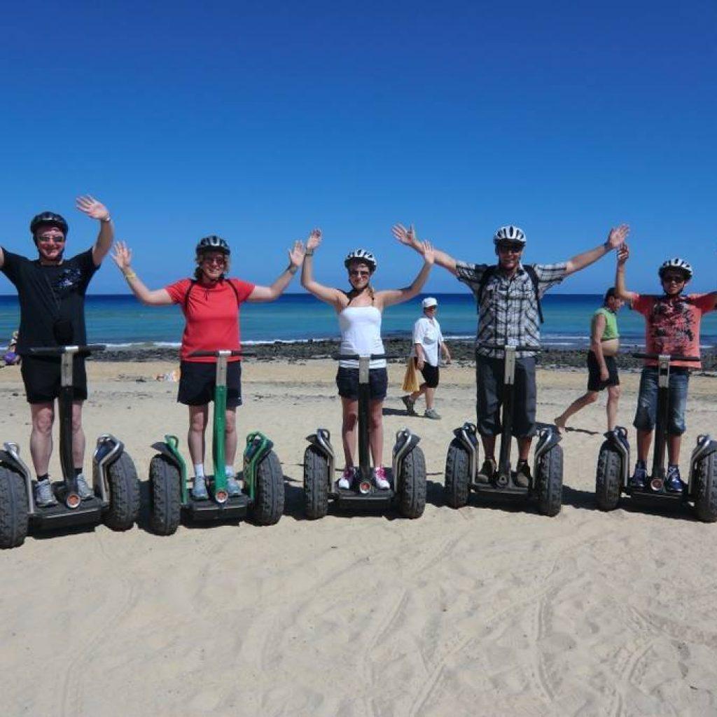Segwayfahrer am Strand von Palma