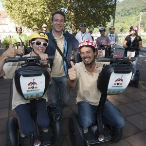 Gruppe Segwayfahrer mit Guide