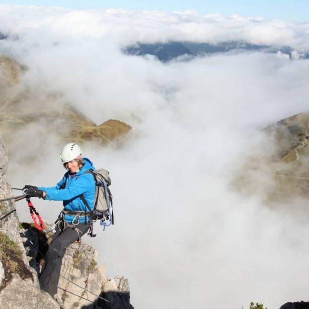 Kletterer im Fels im Kleinwalsertal