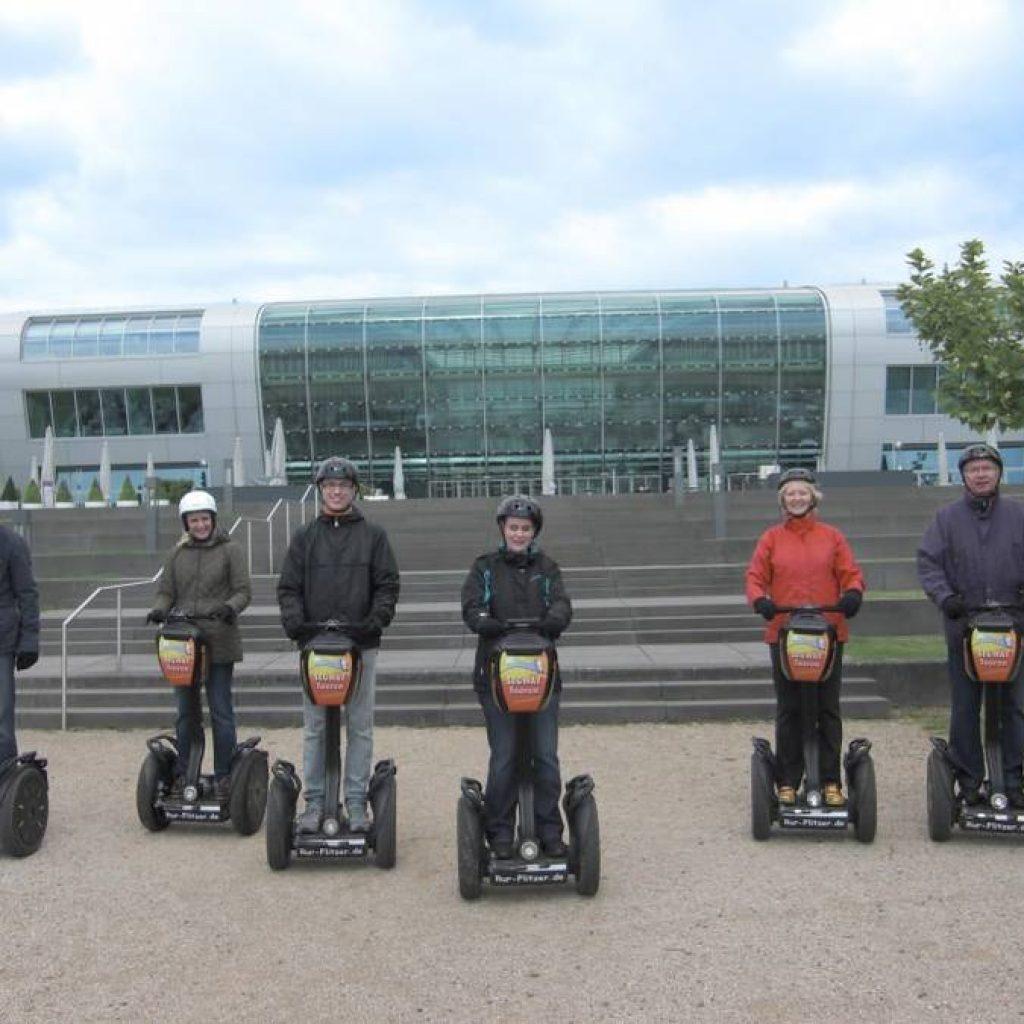 Gruppe Segwayfahrer in Bonn