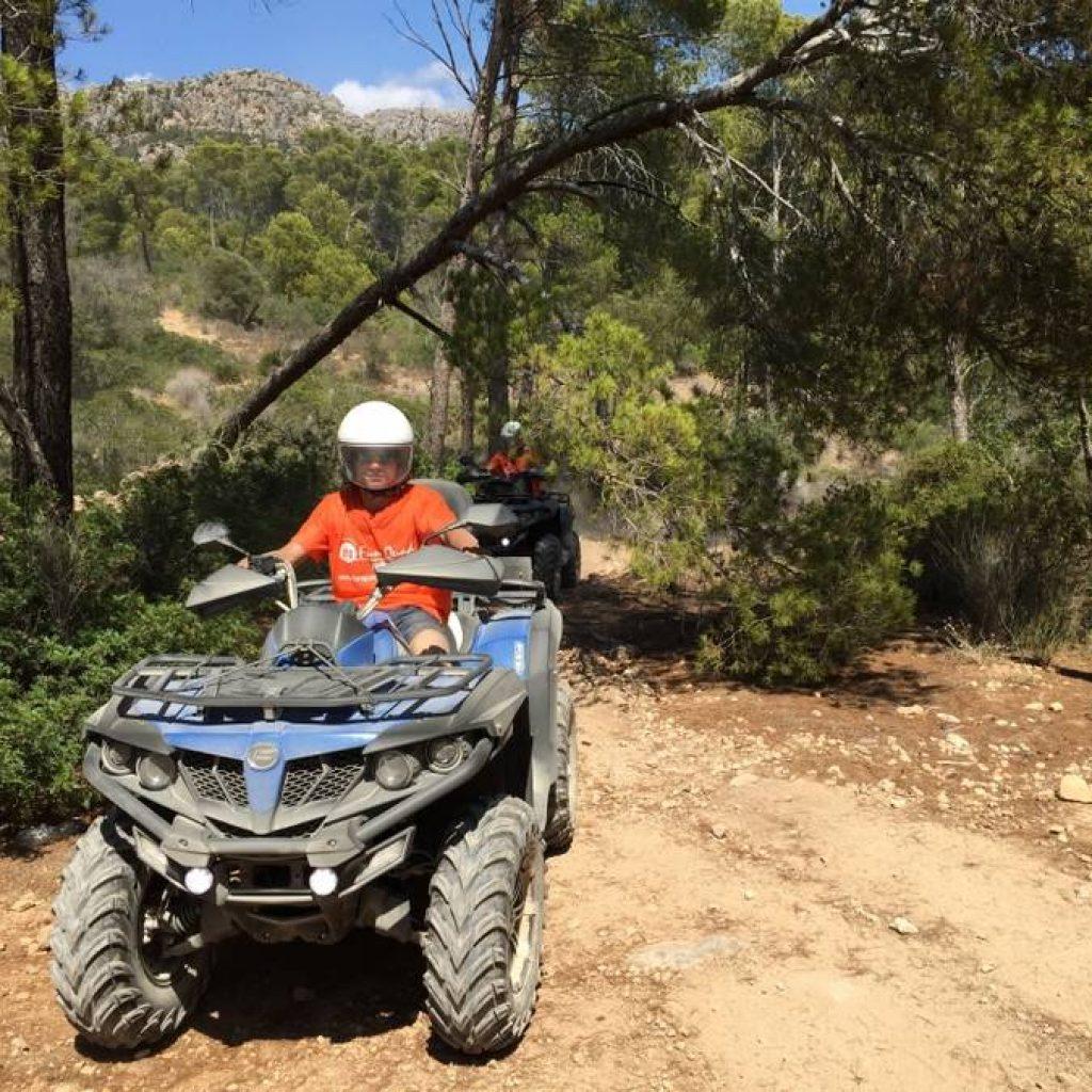 Zwei Quadfahrer offorad auf Mallorca