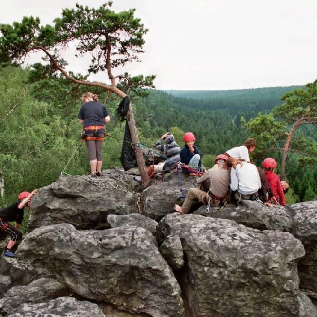 Kletterer auf einem Felsen