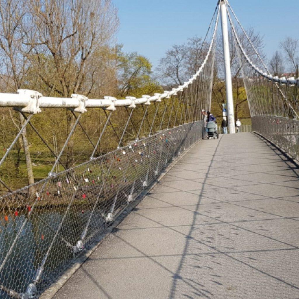 Brücke über den Max-Eyth-See