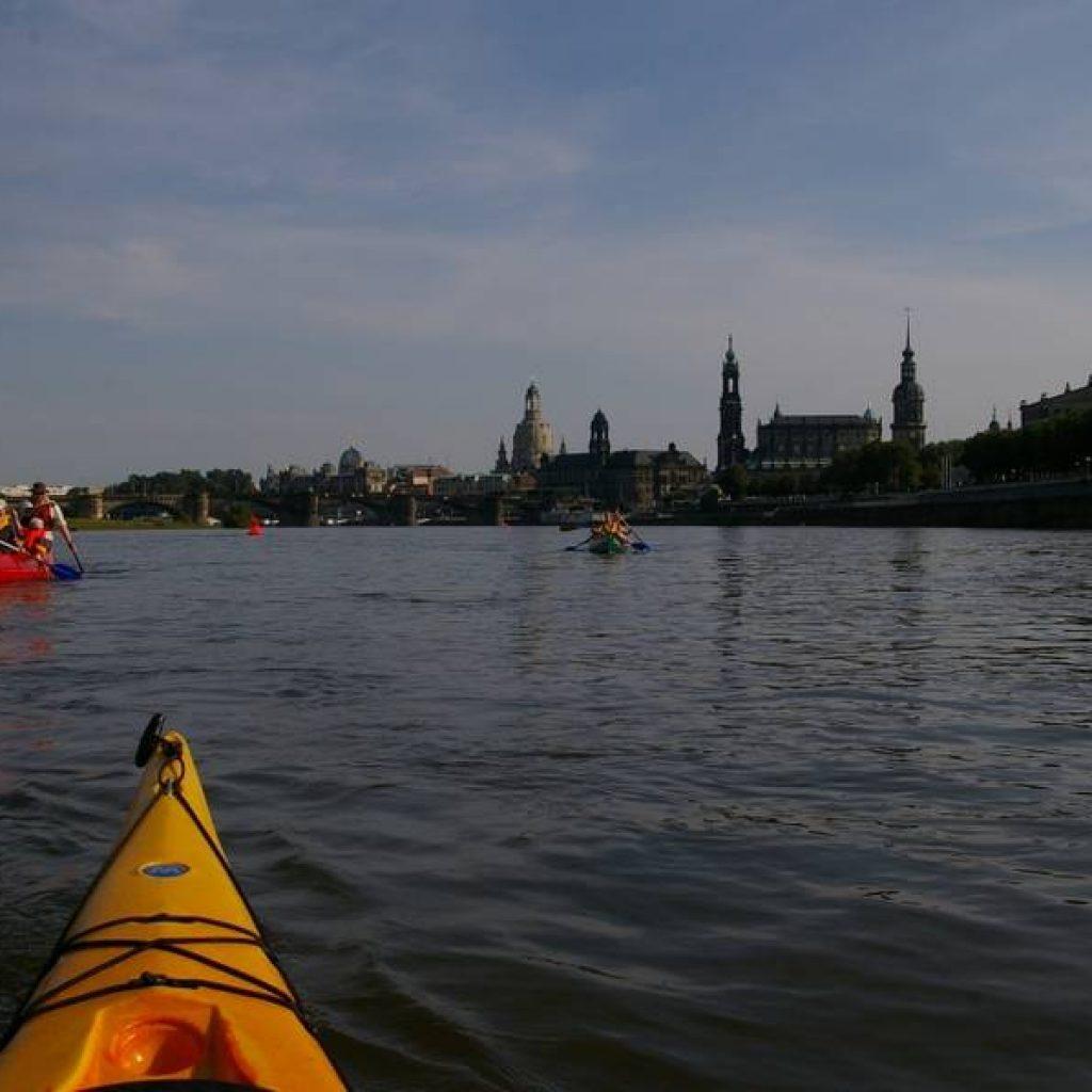 Kanufahrer auf der Elbe