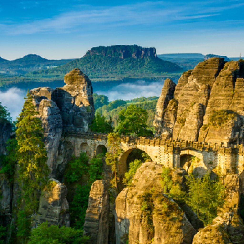 Brücke über Felsen in der Sächsischen Schweiz