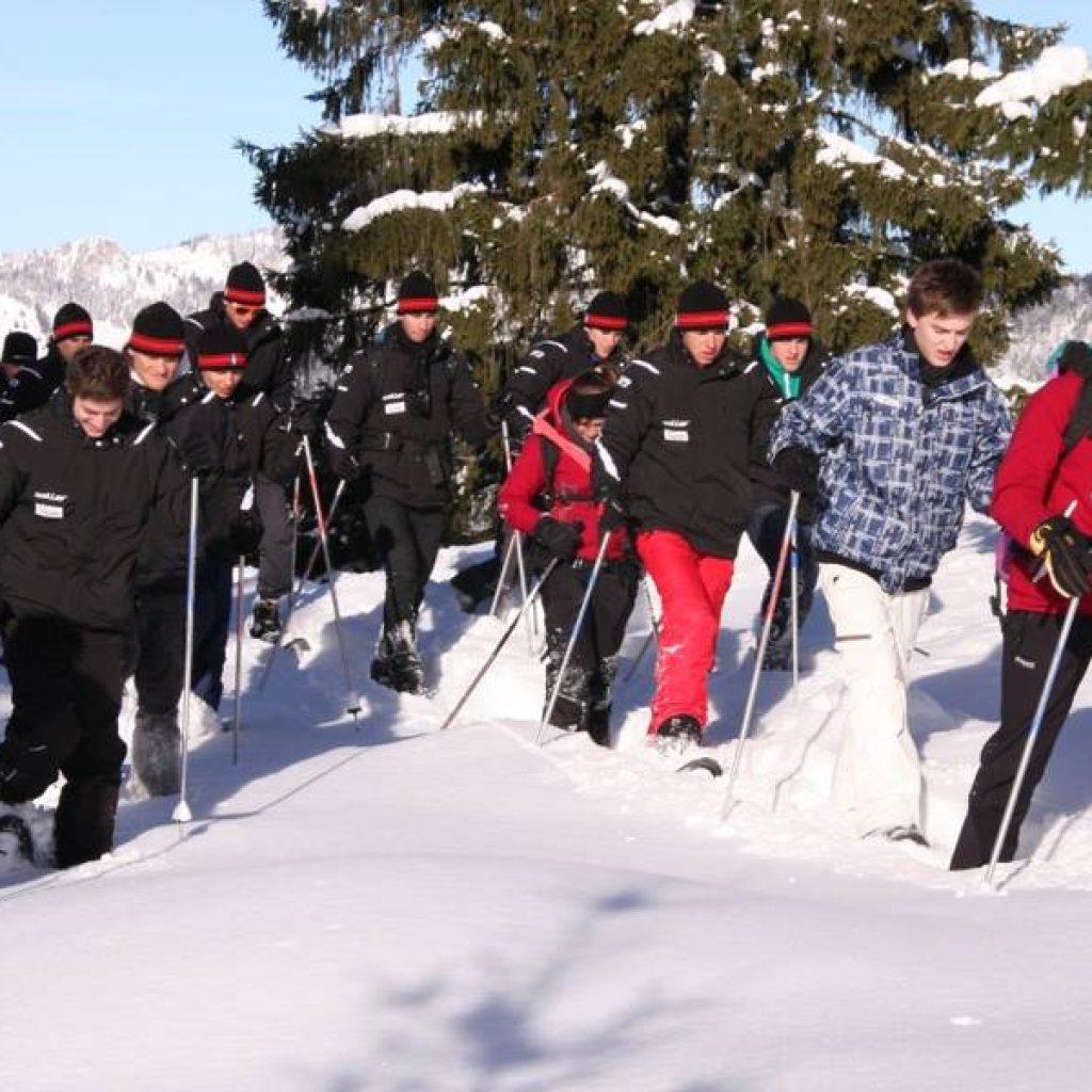 Gruppe von Schneeschuhwanderern