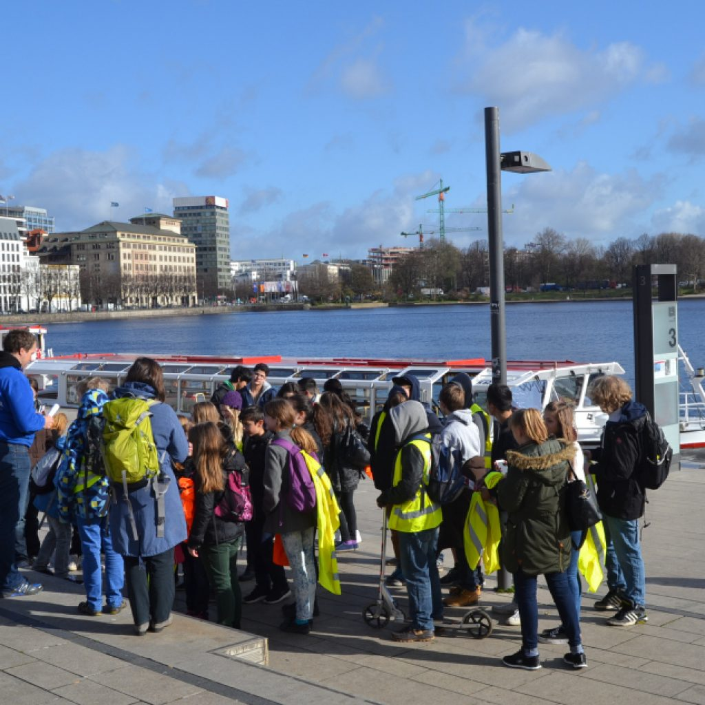 Gruppe am Hamburger Hafen